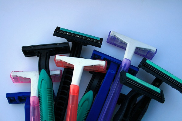 assorted disposable razors